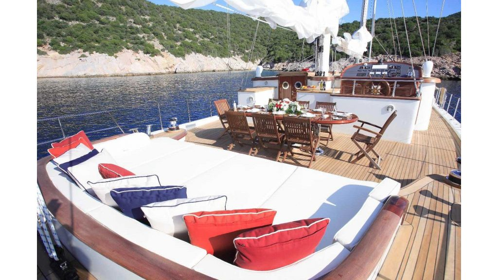 Superlux Classic Steel Construction Motorsailer (11)