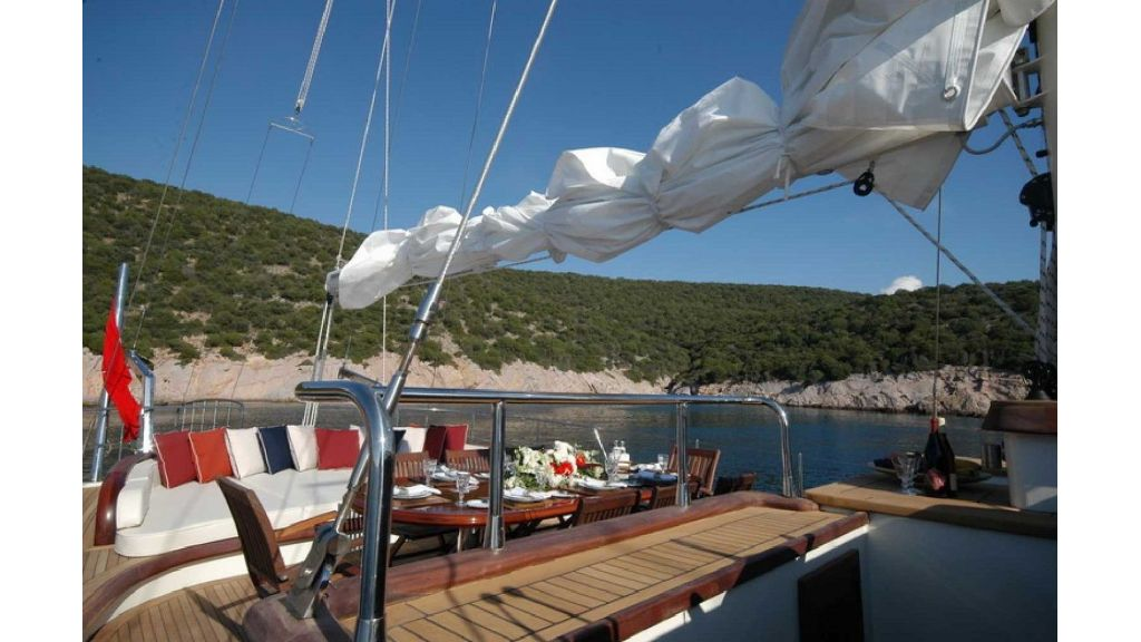 Superlux Classic Steel Construction Motorsailer (12)