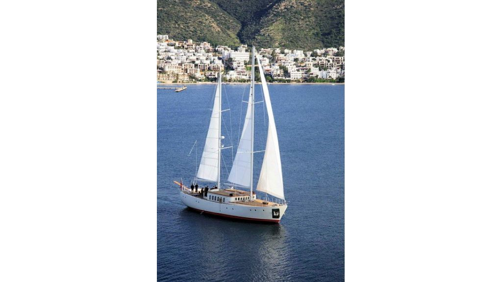 Superlux Classic Steel Construction Motorsailer (3)