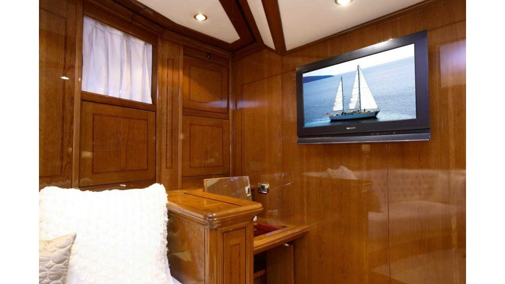 Superlux Classic Steel Construction Motorsailer (38)
