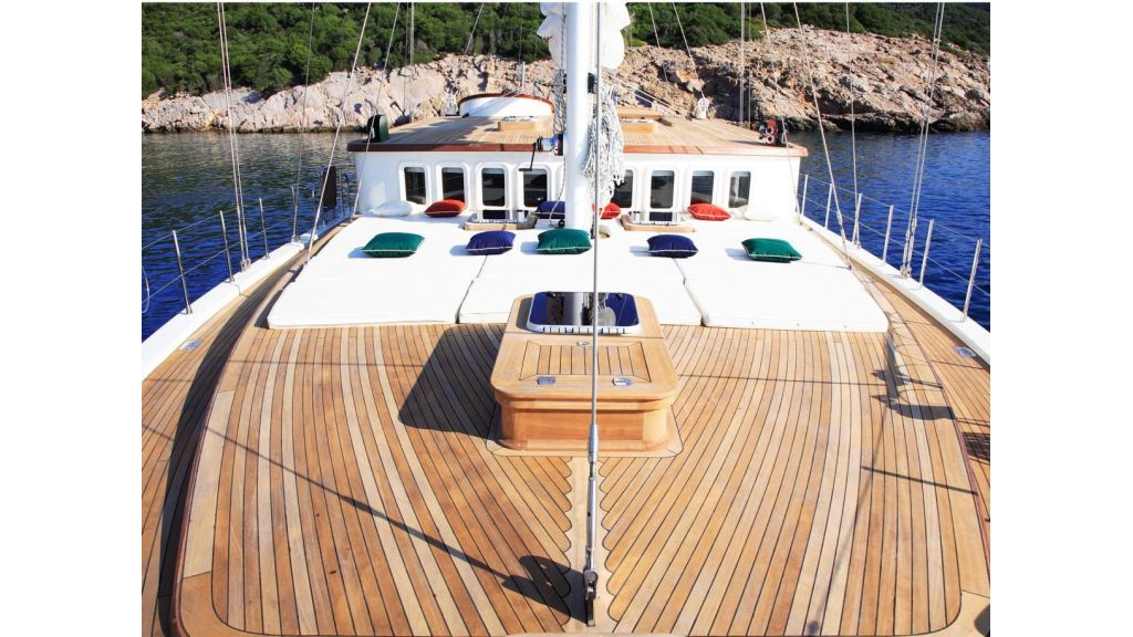 Superlux Classic Steel Construction Motorsailer (9)