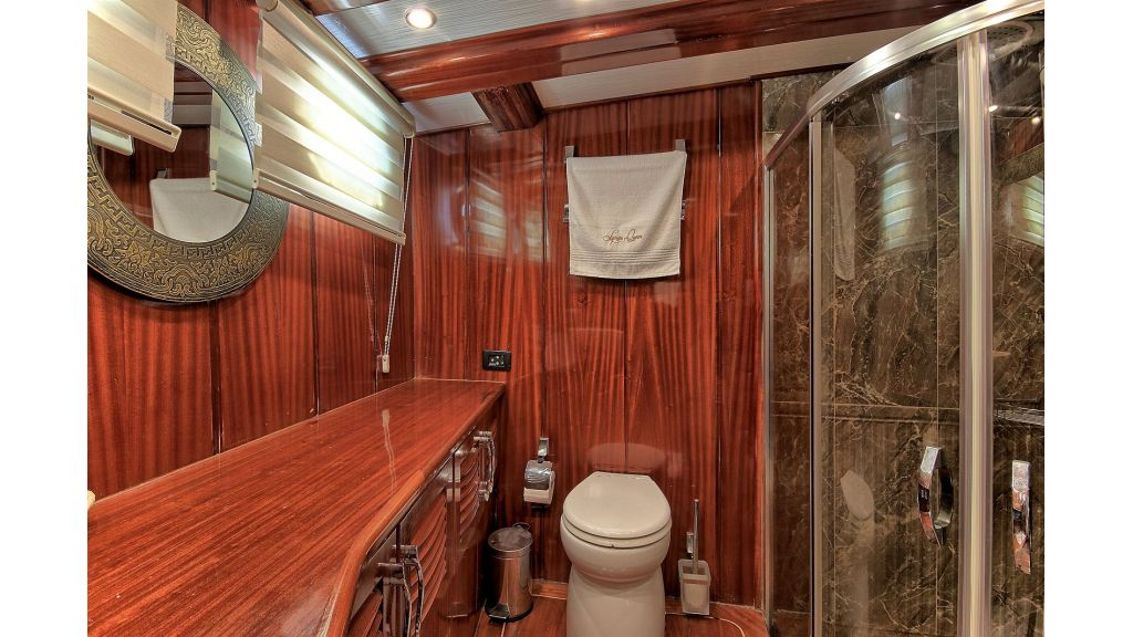 Bow master bathroom