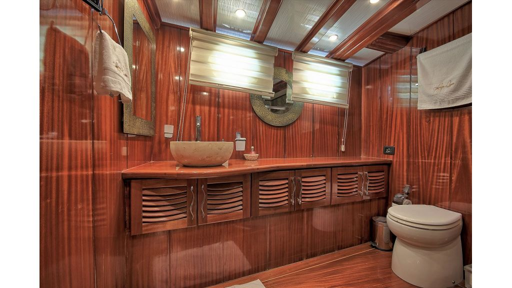 Bow Master shower room
