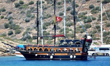 Daily Cruise Pirate Ship (1) - master