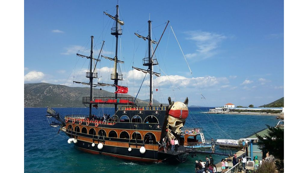 Daily Cruise Pirate Ship (11)