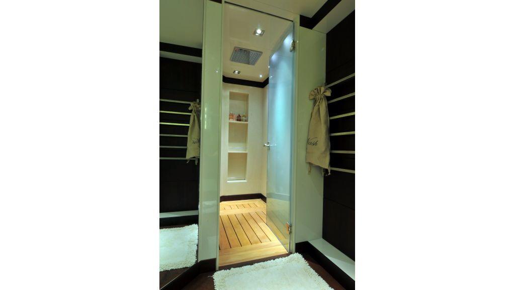 Meya Meya bathroom.