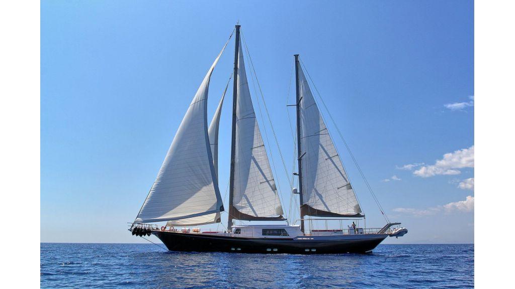 Steel Aluminium Sailing Yacht (1)