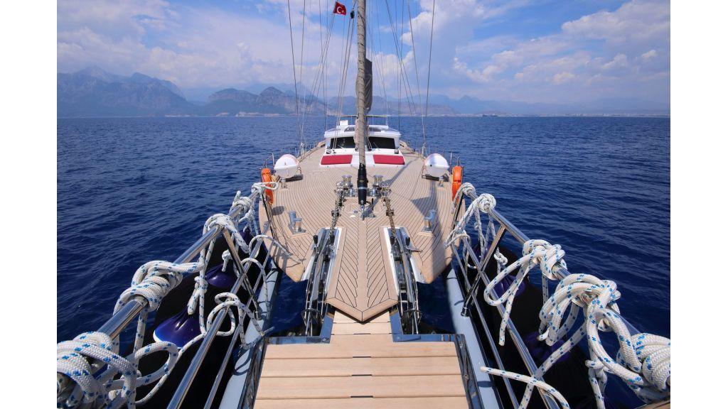 Steel Aluminium Sailing Yacht (14)