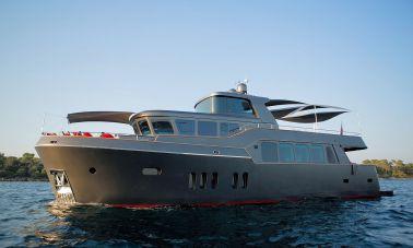 Trawler Style Motor Yacht (1) - master