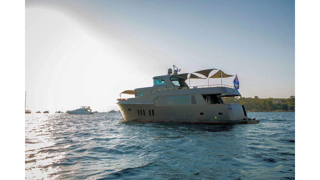 Trawler Style Motor Yacht (11)