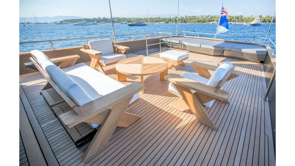 Trawler Style Motor Yacht (19)