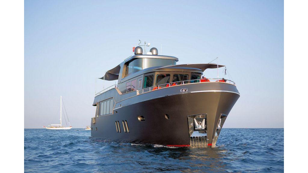 Trawler Style Motor Yacht (2)