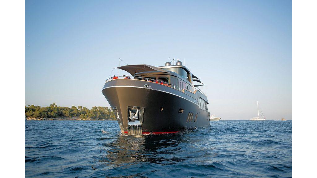 Trawler Style Motor Yacht (4)