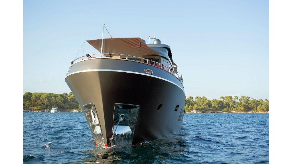 Trawler Style Motor Yacht (6)