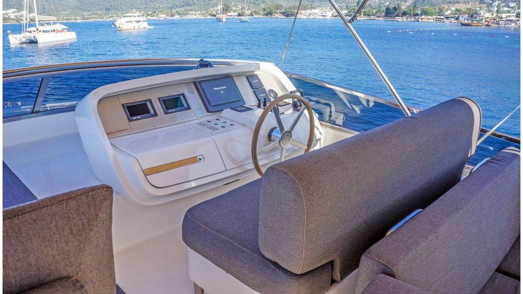 Sanlorenzo 72ft for charter (13)