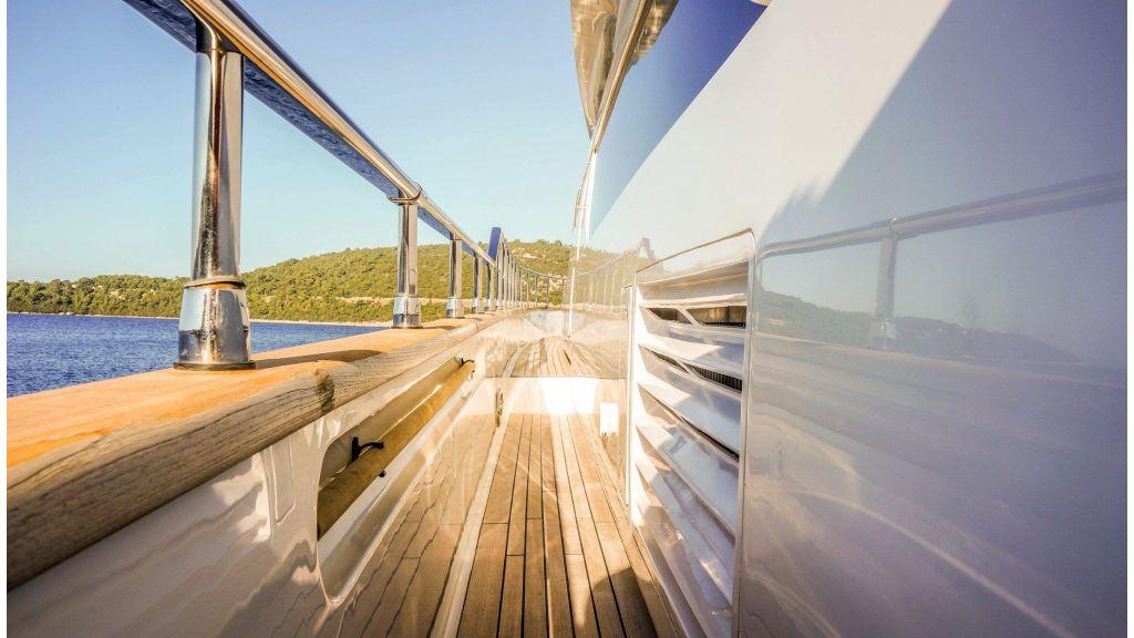 Sanlorenzo 72ft for charter (19)