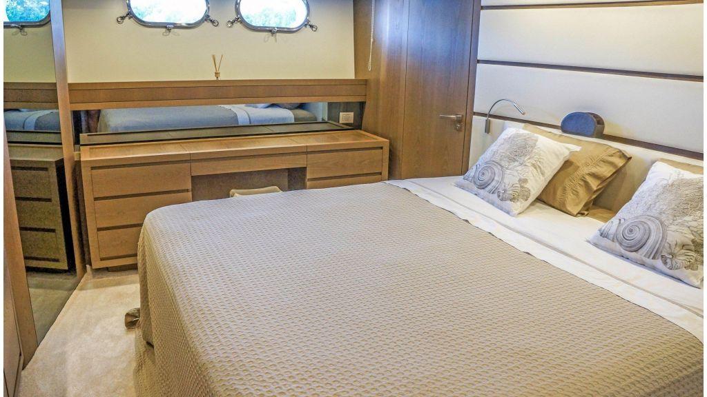 Sanlorenzo 72ft for charter (3)