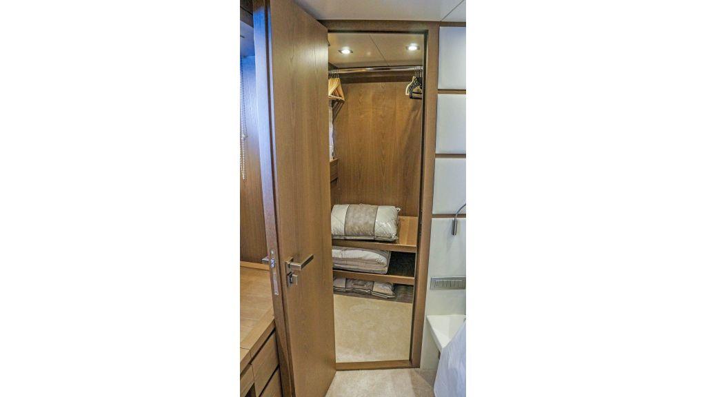 Sanlorenzo 72ft for charter (5)