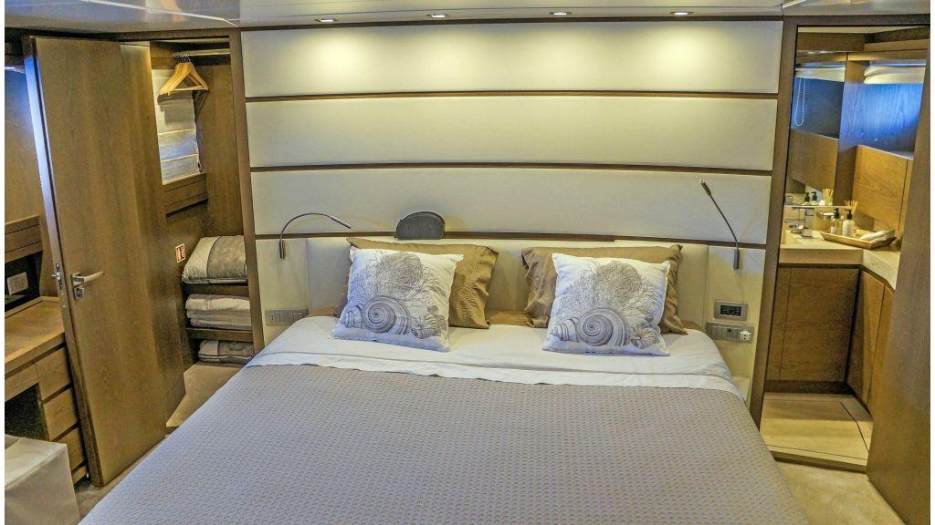 Sanlorenzo 72ft for charter (8)