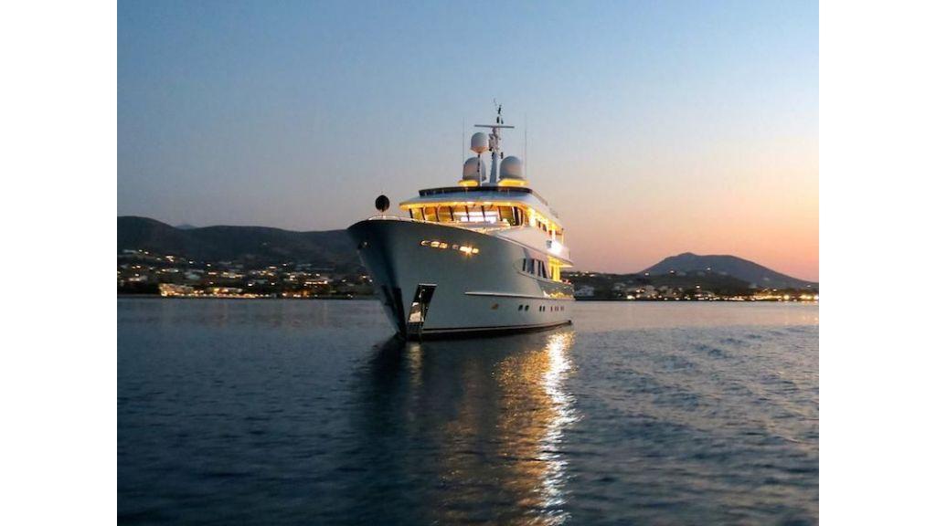 38m Motor Yacht (16)