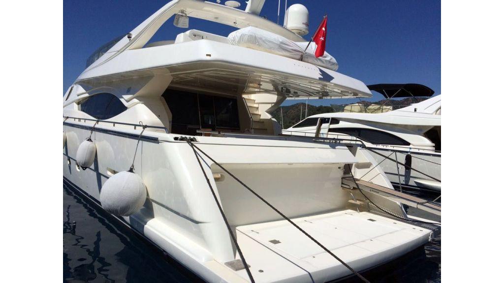 Ferretti-760 motoryacht (22)