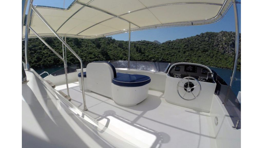 Custom Built Motoryacht (12)