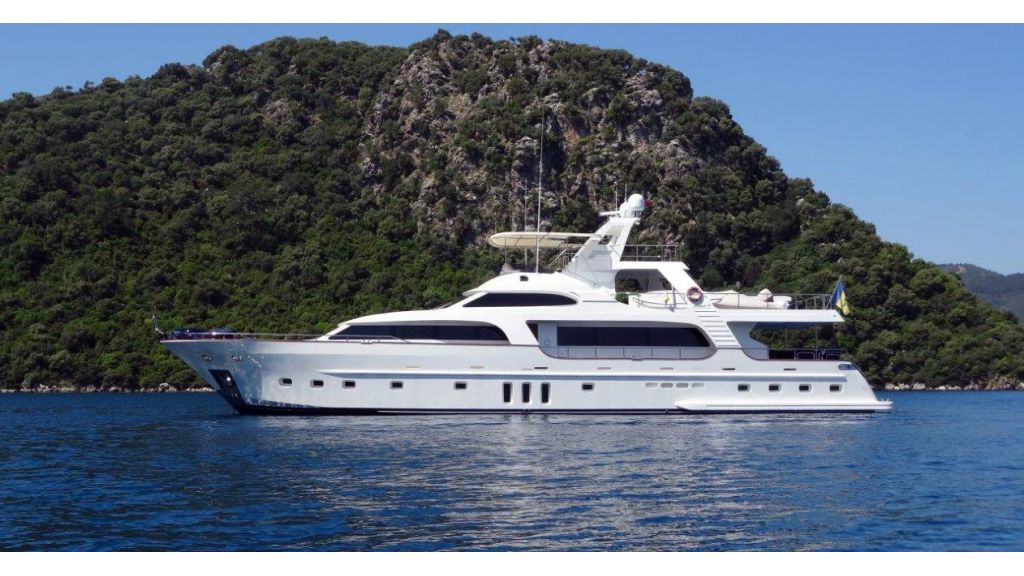 Custom Built Motoryacht (20)