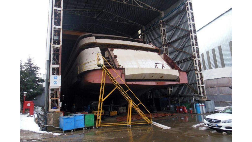 Custom Built Steel Motoryacht (11)
