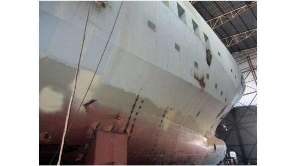 Custom Built Steel Motoryacht (4)