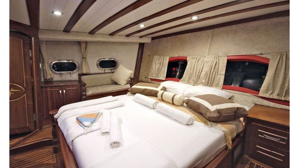 Five Cabins Transom Gulet (22)