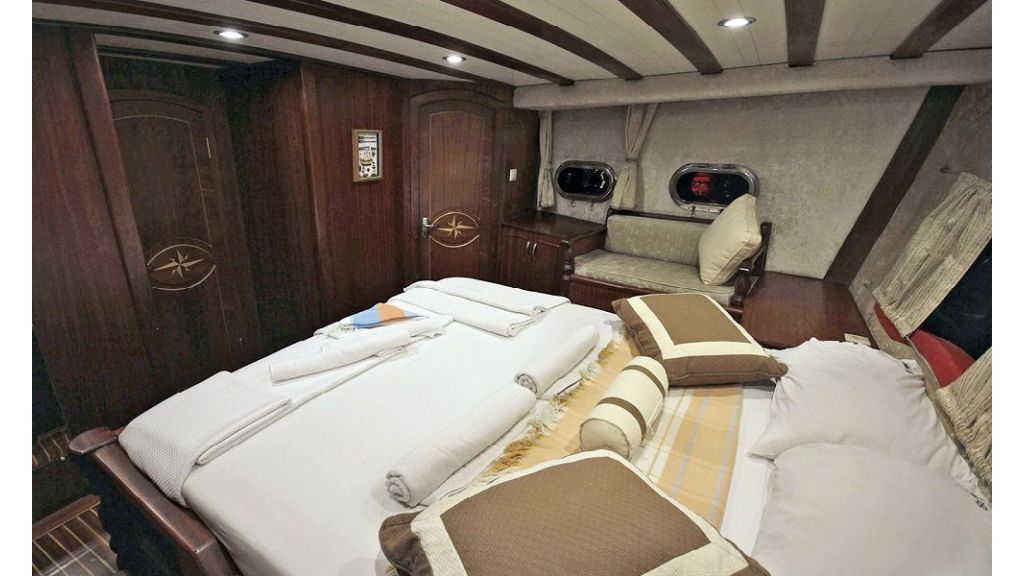 Five Cabins Transom Gulet (23)
