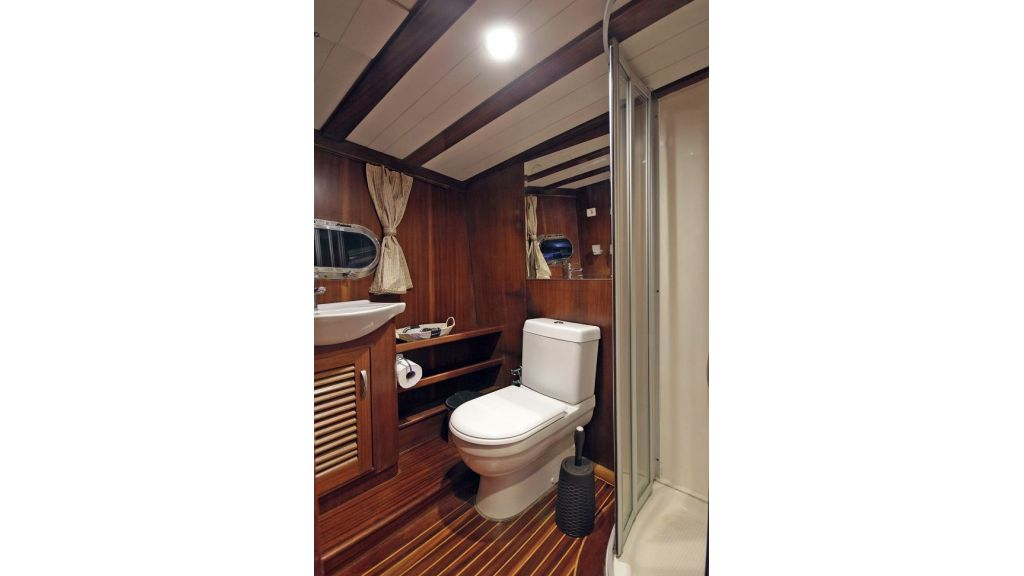 Five Cabins Transom Gulet (27)