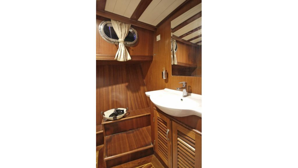 Five Cabins Transom Gulet (29)