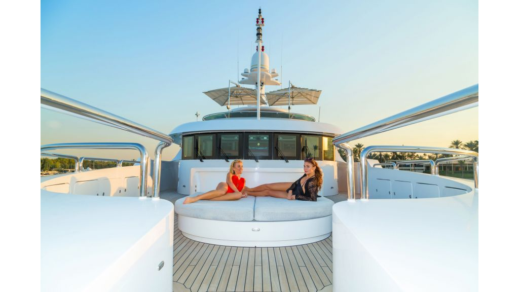Motor Yacht Sensation Outer (20)