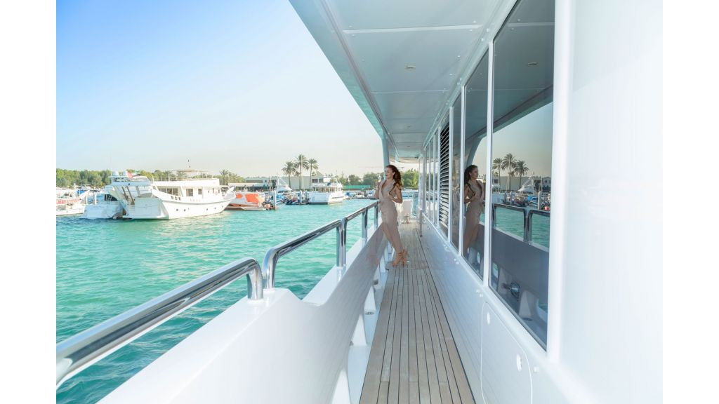 Motor Yacht Sensation Outer (9)