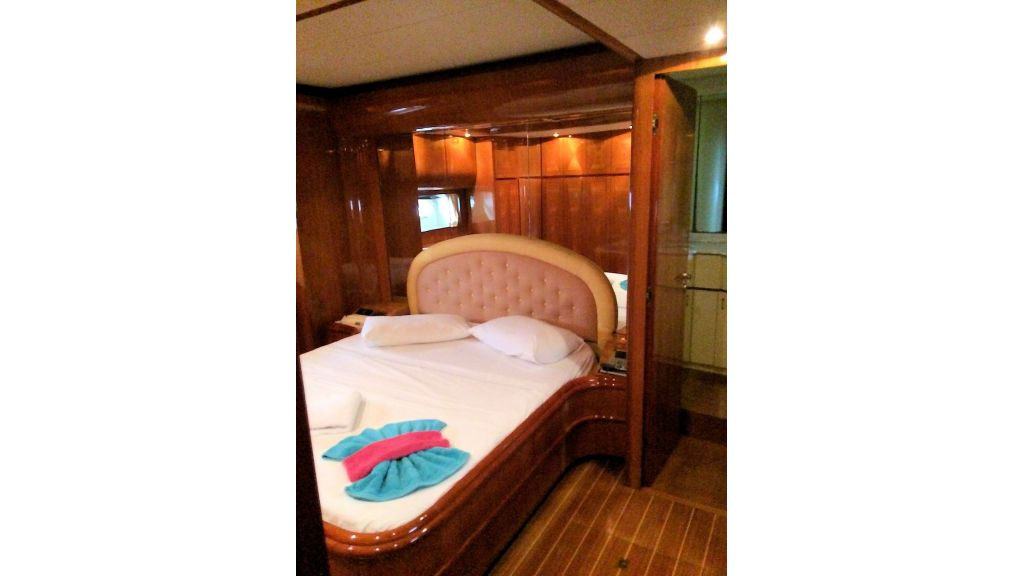 Custom Line Fiberglass GRP Motoryacht (15)