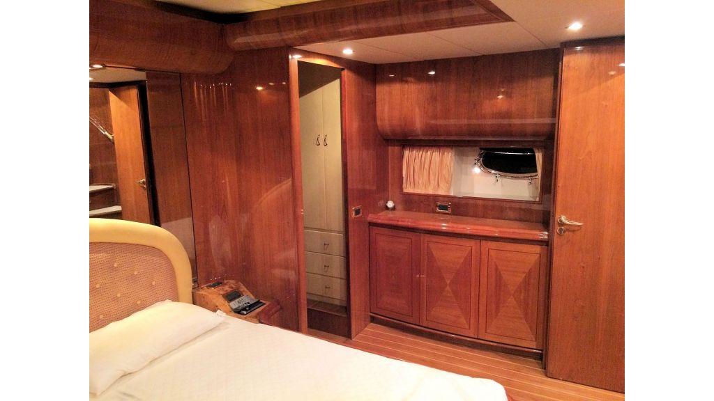 Custom Line Fiberglass GRP Motoryacht (17)