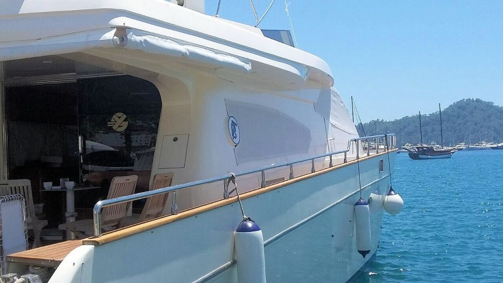 Custom Line Fiberglass GRP Motoryacht (2)