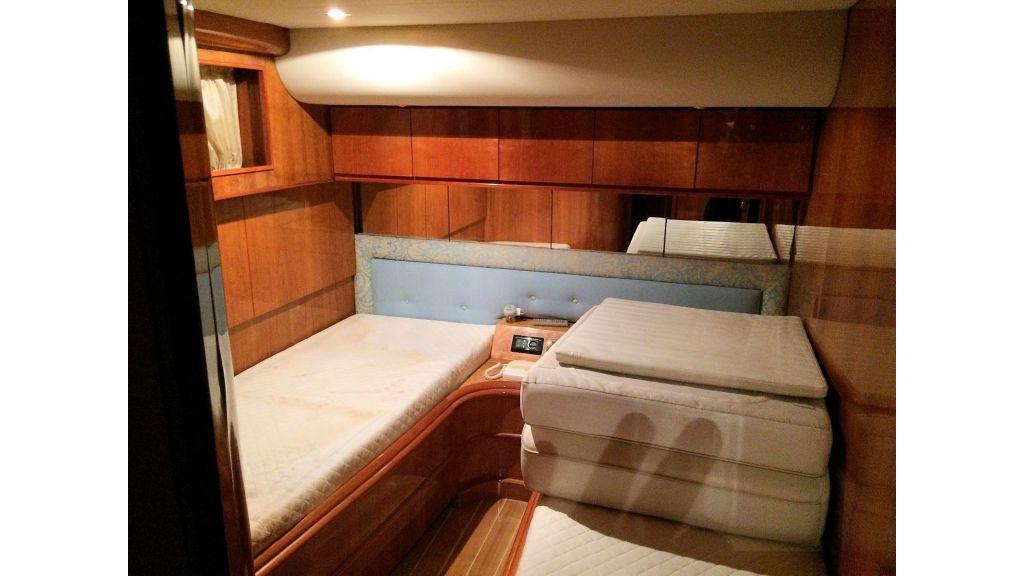 Custom Line Fiberglass GRP Motoryacht (22)