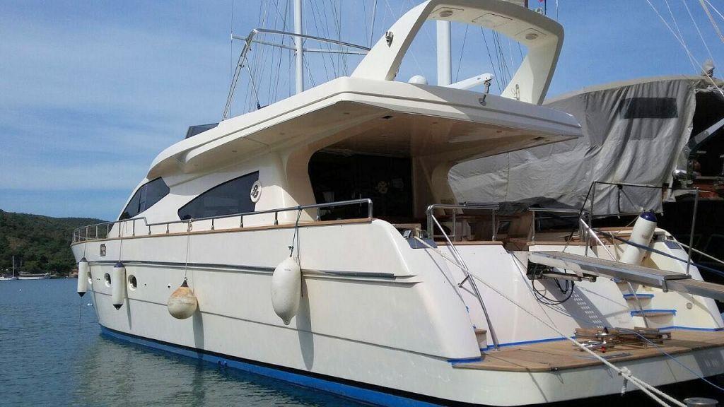 Custom Line Fiberglass GRP Motoryacht (3)