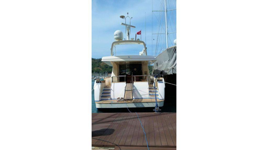 Custom Line Fiberglass GRP Motoryacht (5)