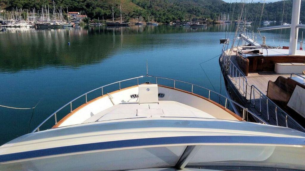 Custom Line Fiberglass GRP Motoryacht (6)