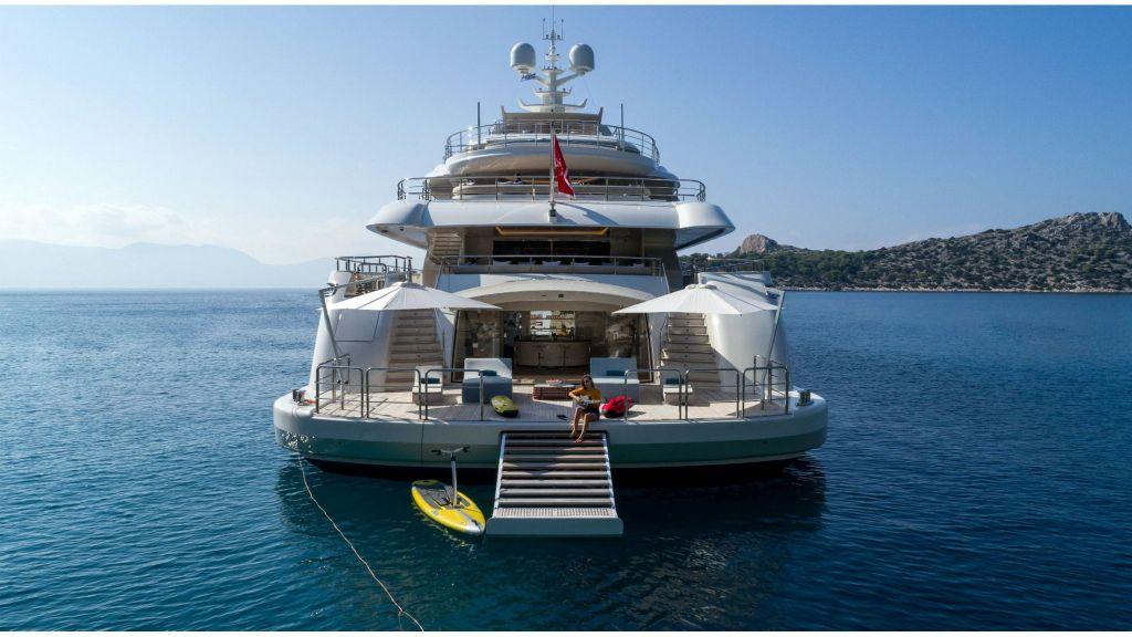 O'Ptasia Mega Yacht (2)