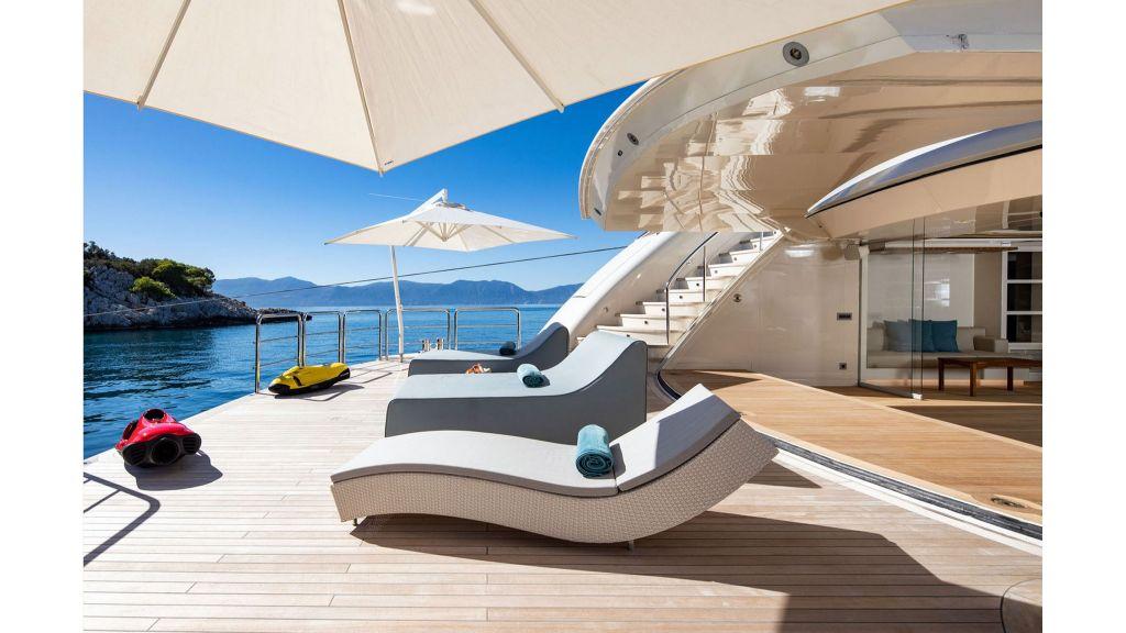 O'Ptasia Mega Yacht master...