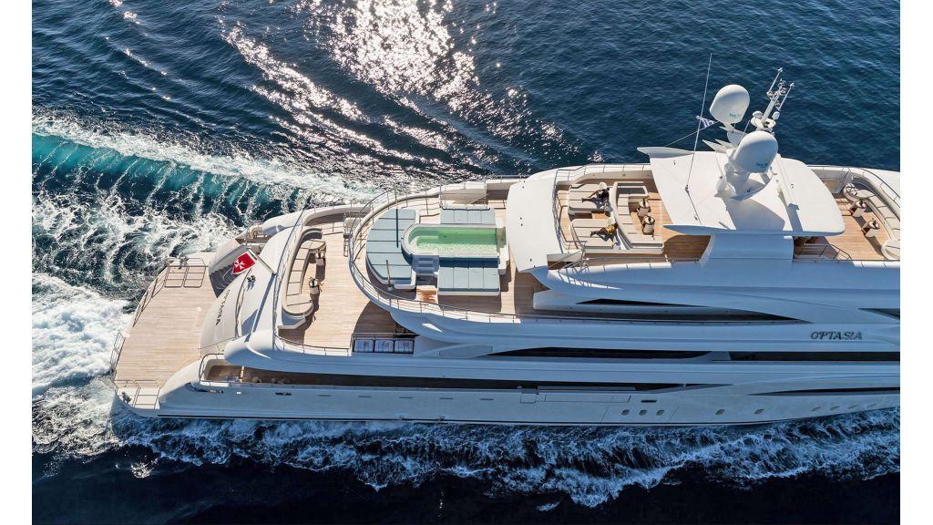 O'Ptasia Mega Yacht master.