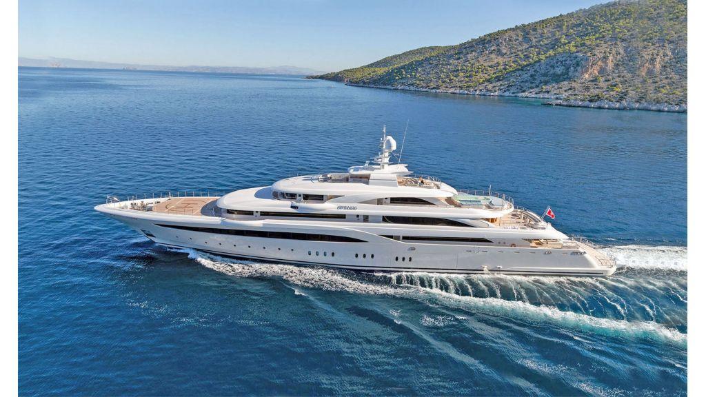 O'Ptasia Mega Yacht master