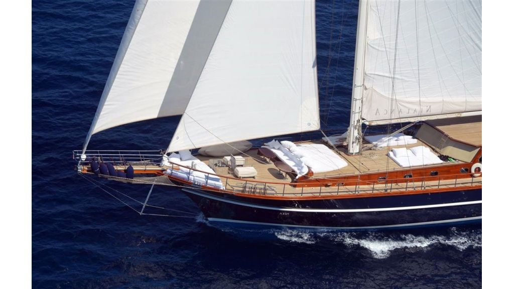 Luxury-Motor-Sailor-(34)