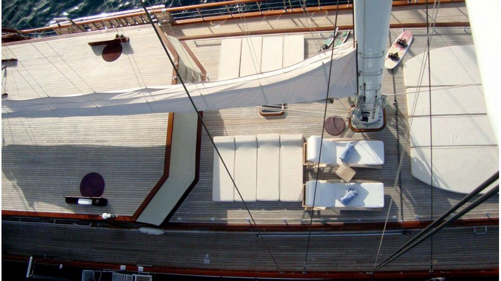 Luxury-Motor-Sailor-(44)