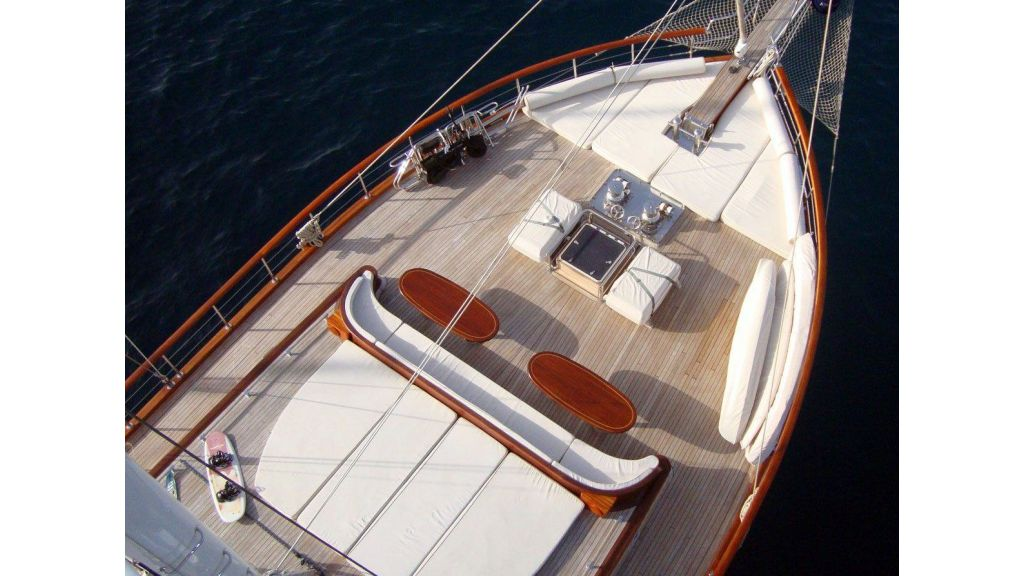 Luxury-Motor-Sailor-(45)