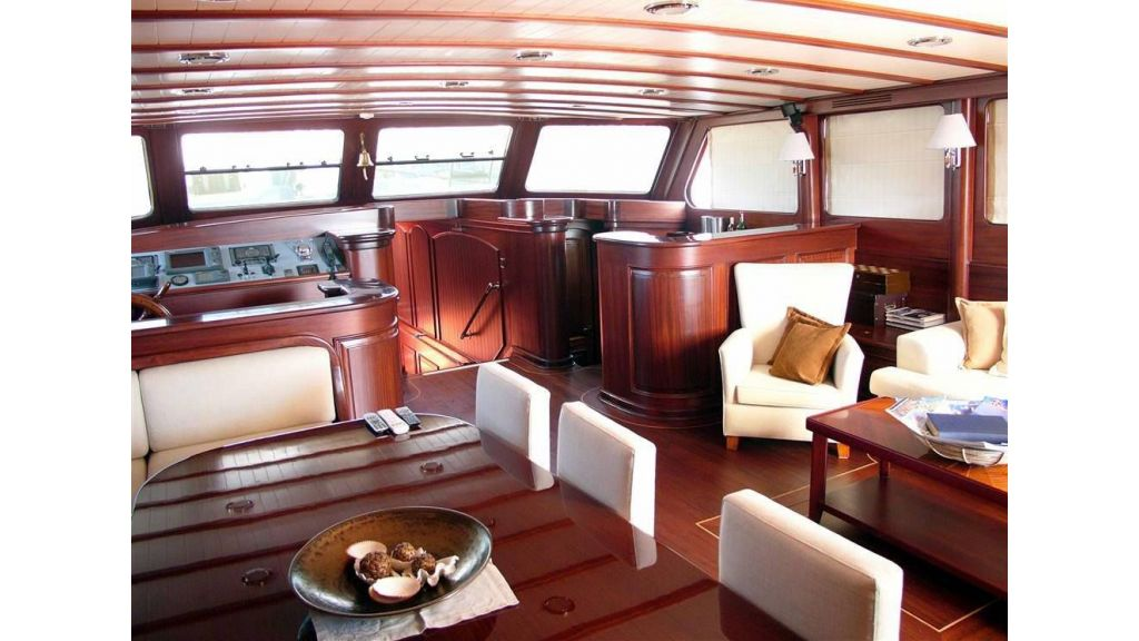 Luxury-Motor-Sailor-(6)